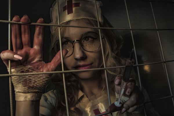 https://pixabay.com/en/a-horror-movie-the-horrors-syringe-3803872/
