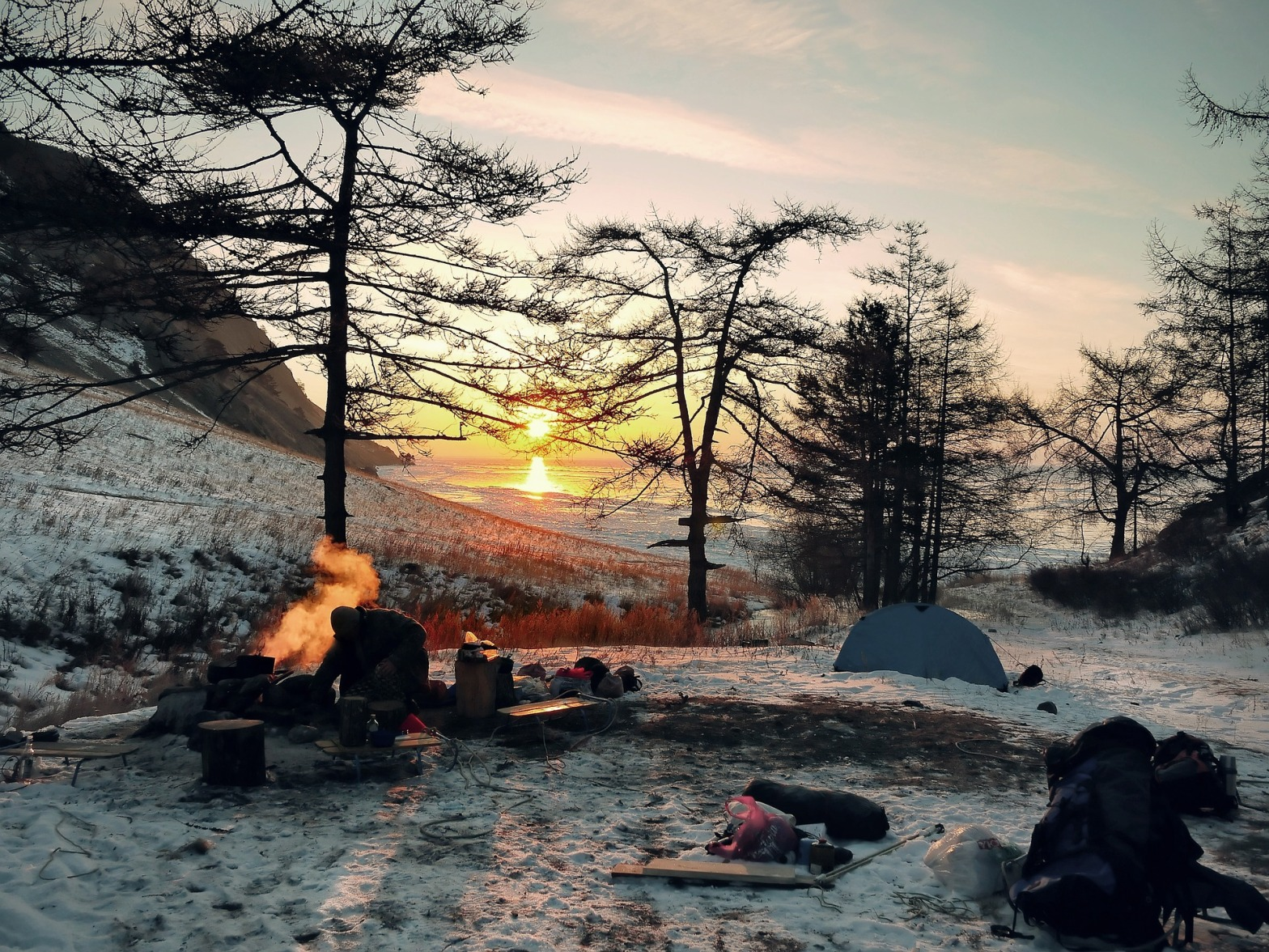 https://pixabay.com/en/wintry-camping-adventure-outdoor-2065342/